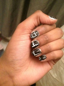 nails black n white