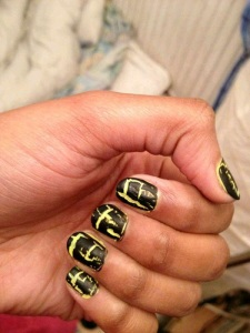 nails yellow n black crackle